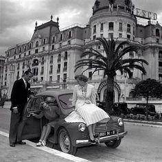 voiture ancienne sur la promenade des anglais Provence,Nice cote d'azur .
