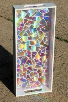 DIY Resin Casting Crafts – Mosaic Resin Tray – Homemade Resin and Epoxy Craft Projects and Ideas – How to Make Resin Jew… – resin crafts Diy Resin Crafts, Mosaic Crafts, Crafts To Sell, Diy And Crafts, Etsy Crafts, Recycled Cd Crafts, Old Cd Crafts, Tile Crafts, Pot Mason Diy