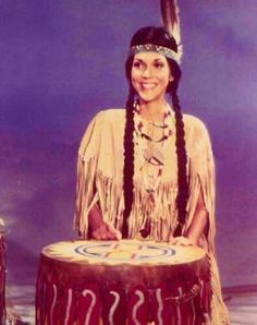 Karen Carpenter This picture is from the 1976 television special titled The Carpenters Very First Television Special. In this skit Karen dresses up in indian garb. Doesn't she look cute? Richard Carpenter, Karen Carpenter, Karen Richards, Classic Rock Albums, Cute Japanese, Country Boys, Girl Next Door, Perfect Woman, Her Music