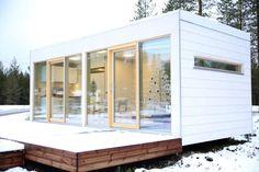 Suomalainen suunnittelija loi 21:n neliön kokoisen, hirsisen talon, jonka teollinen tuotanto alkaa ensi vuonna, Maaseudun Tulevaisuus kertoo.