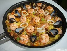 Primal Paella (Family-style) from Cavegirl cuisine Seafood Recipes, Mexican Food Recipes, Whole Food Recipes, Cooking Recipes, Ethnic Recipes, Mexican Meals, Rice Recipes, Casserole Recipes, Rice