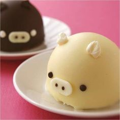 (4) Fat pig cakes. ...I kind of want to take my thumb and press on them   Cute Food   Pinterest