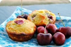 These muffins are made with coconut flour, so they're gluten-free but still super delicious! Bursting with fresh cherries, they are perfect for summer breakfasts. Coconut Flour Banana Bread, Baking With Coconut Flour, Coconut Flour Recipes, Cherry Muffins, Banana Bread Muffins, Fruit Recipes, Dessert Recipes, Chocolate Chunk Cookies, Chocolate Chips