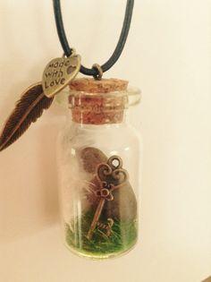 Secret key pendant Handmade Products, Handmade Gifts, Key Pendant, Jewellery Making, Diy For Kids, Christmas Ornaments, Bottle, Friends, Holiday Decor