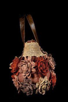 Marvelous Crochet A Shell Stitch Purse Bag Ideas. Wonderful Crochet A Shell Stitch Purse Bag Ideas. Crochet Handbags, Crochet Purses, Crochet Bags, Crochet Clothes, Love Crochet, Beautiful Crochet, Crochet Flowers, Handmade Handbags, Handmade Bags