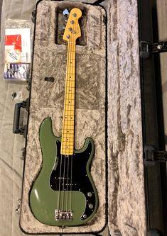 Fender Precision Bass, Fender Bass, Bass Guitars, Bass Guitar Lessons, Guitar Tips, Cool Electric Guitars, Fender American, Music Aesthetic, Guitar Design