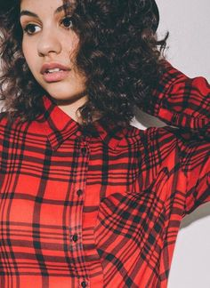 Learn how to play Here by Alessia Cara on piano with OnlinePianist, a one of a kind animated piano tutorial application. Pop Singers, Female Singers, Famous Singers, Grunge, Indie, Celebrity Crush, Music Artists, Role Models, Beautiful People