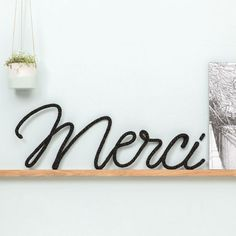 "Simple black ""Merci"" typography. Party Fiesta, Spool Knitting, Idee Diy, Creation Couture, Cheap Gifts, Wire Crafts, Diy Projects To Try, Craft Tutorials, Diy Art"
