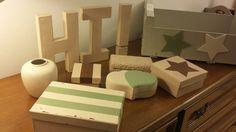 Diverses caixes velles i anticuades rejovenides amb pintura chalck paint