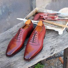868dff4fbe58d Skoaktiebolaget ( skoaktiebolaget) • Instagram photos and videos Chaussure  Classe, Chaussures De Luxe