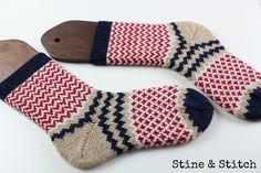 Nähen, stricken, diy, reisen , leben ♥ Knitting Socks, Hand Knitting, Knitting Patterns, Mitten Gloves, Mittens, Drops Design, Knit Picks, Antique Dolls, Socks