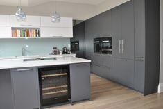 Best home design grey mirror Ideas Grey Shaker Kitchen, Modern Grey Kitchen, Gray And White Kitchen, Glass Kitchen, Kitchen Redo, Kitchen Design, Kitchen Ideas, Bespoke Kitchens, Grey Kitchens