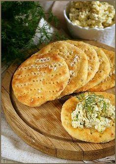 картофельные лепешки с патэ из сливочного масла с зерненым творогом