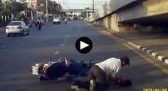 Los asesinos iban en una motocicleta por una carretera en Tailandia.  Cuando vieron a la víctima,  que también viajaba en moto con un acompañante, le dispararon un tiro en la cabeza.     El
