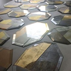 Lovely working on these beautifully bevelled octagonal pieces for a private members' club in London. Three types of gold leaf, gilded, antiqued and painted with gold and bronze hues for an Art Deco1930s inspired space.
