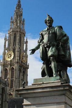 De Grote Markt in Antwerpen, die mag je natuurlijk niet missen tijdens een stedentrip. Bekijk bekende én onbekende bezienswaardigheden in Antwerpen.