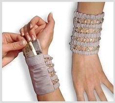 Wrist Wallet Travel wristlet wallet Wide Bracelet purse Secret Bracelet for money Secret bracelet Light gray wide bracelet cuff color gray usa - Gray Things Sewing Hacks, Sewing Crafts, Diy Crafts, Sewing Diy, Secret Bracelet, Diy Jewelry, Jewelry Making, Jewellery, Zipper Jewelry