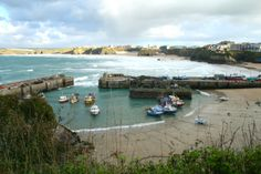 Newquay Harbour looks a picture Cornish Cream Tea, Cornish Pasties, Holidays In Cornwall, Devon And Cornwall, Newquay, North Devon, Seaside Towns, Sandy Beaches, Celebration