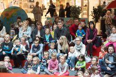 Bajkowa Sobota w podróży- Indie  Rodzice dzieci w Kielcach nie muszą pokonywać setek kilometrów, aby pokazać dzieciom inną kulturę. Wystarczy przekroczyć próg Galerii Echo podczas Podróży dookoła świata w ramach Bajkowych Sobót. Tym razem zwiedziliśmy Indie. Kraj pełen tajemnic, kontrastów i zagadek. Pełne kolorów Indie to jedna z najstarszych kultur na świecie.