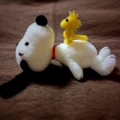 needle felted Snoopy and Woodstock Wool Needle Felting, Needle Felting Tutorials, Needle Felted Animals, Wet Felting, Felt Animals, Handmade Christmas Decorations, Felt Decorations, Felt Dogs, Woodstock