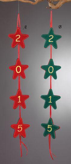 www.mpomponieres.gr Χριστουγεννιάτικη γιρλάντα με αστεράκια και την χρονολογία , σε δυο χρώματα. Στο κάθε ένα αστεράκι είναι κεντημένος ένας αριθμός από το 2015 . Οι διαστάσεις της πρωτοχρονιάτικης γιρλάντας είναι 60 Χ 7,5 cm . Όλα τα χριστουγεννιάτικα προϊόντα μας είναι χειροποίητα ελληνικής κατασκευής. http://www.mpomponieres.gr/xristougienatika/xristougenniatiki-girlada-me-asterakia.html #burlap #christmas #ornament #felt #χριστουγεννιατικα #στολιδια #stolidia #xristougenniatika