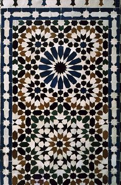 Image MOR 0813 featuring decorated area from the Tomb of Moulay Ishmael, in Meknes, Morocco, showing Geometric Pattern using ceramic tiles, mosaic or pottery.