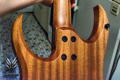 Hufschmid 'Helldunkel' ! . #hufschmid #luthier #luthiery #lutherie #woodporn #plectrum #sevenstring #woodworking #エレキギター #guitargear #guitarporn #plectrums #handmadeguitars #ギター #guitartech #instaguitar #guitarbuilding #guitar #guitarist #guitartone #guitare #electricguitar #guitarboy #guitarwiring #guitarworld #吉他 #🎸#tonewood #guitarbuilder #customguitars