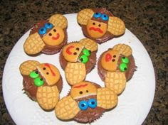 So cute!! Are you going to use these for Maddie's party? Monkeys ! Cute Snacks, Cute Food, Monkey Cupcakes, Cupcake Cakes, Rainforest Crafts, Amazon Rainforest, Yummy Treats, Sweet Treats, Vbs Crafts