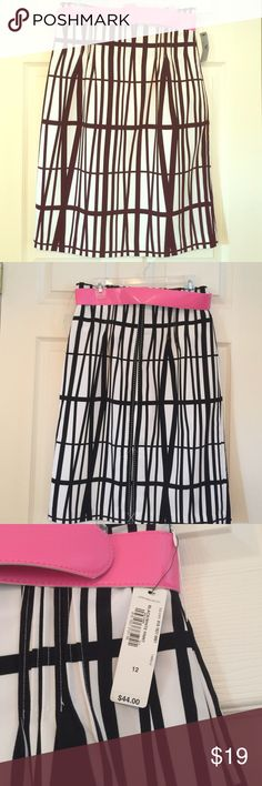 """❌❌ SOLD ❌❌ NWT Black & White Worthington Skirt NWT Black and White Print Skirt w/ Pink Belt.  The shell and lining are 100% Polyester and 27"""" length.  Never worn, new with tags, excellent condition.  Smoke-free, pet-free home. Worthington Skirts A-Line or Full"""
