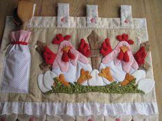 FRETE COM DESCONTO    Enfeite seu fogão com lindas galinhas!!  Produto todo em tecido 100% algodão, estruturado com manta acrílica e enchimento com fibra siliconada.