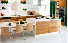 küche Ikea in weiß und holz