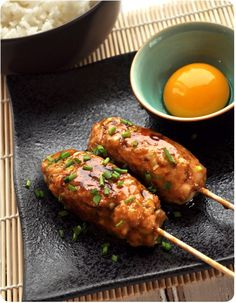 Tsukune teriyaki - Pich à la fraise Asian Recipes, Healthy Recipes, Tandoori Masala, Asian Kitchen, Sauce Teriyaki, Teriyaki Skewers, Salty Foods, Exotic Food, Asian Cooking