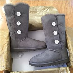 UGG Bailey button bling triplet boots Sz 9 new UGG Bailey button bling triplet boots Sz 9 new 100% authentic UGG Shoes