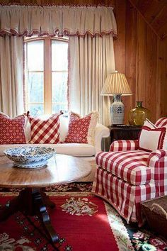 New living room white red cottage style Ideas Red Cottage, Cottage Living, Cottage Style, Farmhouse Style, Country Style, Southern Style, Cozy Cottage, Country Living, Vibeke Design