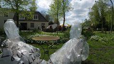 de Witte Wieven op Buitenplaats Wester Amstel - Marlijn Franken multi mediaal kunstenaar exposeert de 'Witte Wieven' op Buitenplaats Wester Amstel waar ze voor het eerst stonden in 2007.