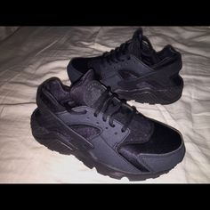 Nike Huarache's 10/10 condition. Black/Black. 5y .Above: Different lightings. (SAME SHOES) ! OPEN TO TRADE!! Nike Shoes Sneakers