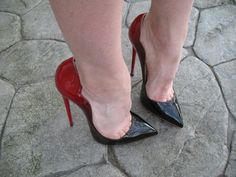 Stilly: black and red pumps and toe cleavage High Heels Boots, Black High Heels, High Heels Stilettos, Sexy Legs And Heels, Dress And Heels, Frauen In High Heels, Giuseppe Zanotti Heels, Beautiful High Heels, Stiletto Shoes