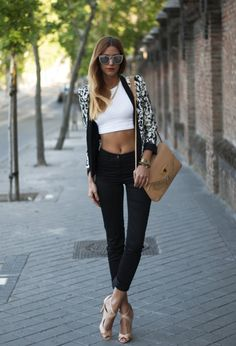 Stylish And Sexy Looks With Crop Tops