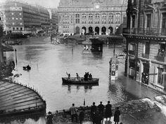 Crue de la Seine. La gare Saint-Lazare. Paris, 1910.