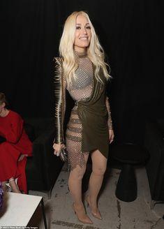 Gorgeous: Chrissy Teigen (L), Gwen Stefani (C) and Melissa McCarthy (R) chose patterned lo. Gwen Stefani Legs, Gwen Stefani Mode, Gwen Stefani And Blake, Gwen Stefani Style, Pantyhose Legs, Nylons, Melissa Mccarthy, Hottest Female Celebrities, Celebs