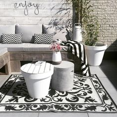 Home Sweet Home - Ich träume von einem Haus. Outdoor Living Rooms, Outside Living, Flur Design, Outdoor Projects, Outdoor Decor, Sweet Home, White Gardens, Roof Gardens, Enjoying The Sun