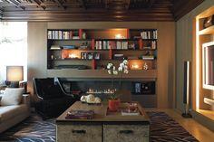 Un piso señorial en Barcelona - Decorabien.com #salon #chimenea #butaca inspiración ideas de #decoracion