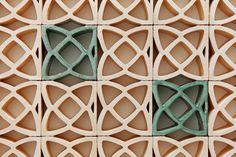 celosía cerámica Ferrés modelo Palamós en restaurante Jauja Valencia. Proyecto de Rubio&Ros