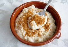 Arroz Con Leche ( Rice Pudding): This is traditional dessert that is made in hispanic culture. Peruvian Dishes, Peruvian Cuisine, Peruvian Recipes, Peruvian Desserts, Pudding Desserts, Dessert Recipes, Guatemalan Recipes, Guatemalan Food, Bolivian Food