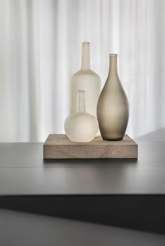 glass beige vase beige home decor inspiration Two gems in the backyards of West Berlin's Potsdamer Strasse define the street's rising hipness. Unique Home Decor, Modern Decor, Home Decor Accessories, Decorative Accessories, Interior Styling, Interior Design, Glass Ceramic, Home Decor Kitchen, Home Decor Inspiration