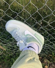 Sneaker Outfits, Converse Sneaker, Sneakers Mode, Sneakers Fashion, Adidas Sneakers, Fashion Shoes, Nike Air Force, Air Force Sneakers, Air Force 1