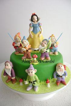 https://flic.kr/p/8wimBT | Bolo Branca de Neve- Snow White cake | Bonecos feitos em biscuit por Karina Biscuit . visite seu perfil no orkut www.orkut.com.br/Main#Profile.aspx?origin=is&uid=3851...