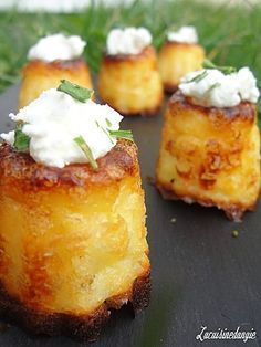 And why I need to be able to read French.Cannelés au Chèvre - 15 cl of milk - 30 g of butter - 2 egg yolks - 200 g fresh goat cheese (such as cottage cheese or Petit Billy .) - 60 g flour - Salt and pepper Tapas, Fingers Food, Baked Goat Cheese, Fingerfood Party, Snacks, Appetizer Recipes, Cheese Appetizers, Food Inspiration, Love Food