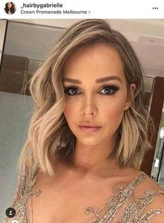 Liebe ihr Make-up und Haare! Haar Styling - My list of women's hairstyles Medium Short Hair, Short Hair Side Part, Curls For Medium Length Hair, Medium Cut, Medium Layered, Hair Styles Women Medium, Short Curled Hair, Short Prom Hair, Medium Length Wedding Hair