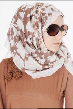 Bollywood Saree Designs and Sonakshi Sinha Saree Collection Muslim Fashion, Hijab Fashion, Abaya Designs Latest, Sonakshi Sinha Saree, Kaftan Style, Pakistan Fashion, Islamic Clothing, Bollywood Saree, Saree Collection